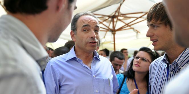 Le secrétaire général de l'UMP, Jean-François Copé, à Maussane-les-Alpilles dans les Bouches-du-Rhône, le 10 juillet 2011.