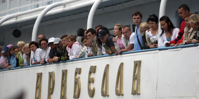 Des passagers sur le bateau qui a secouru les survivants du naufrage.