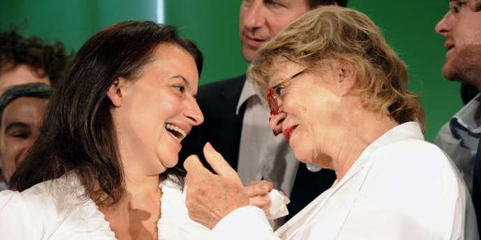 Pour Eva Joly (à droite), la candidature de Cécile Duflot à Paris pour les élections législatives est
