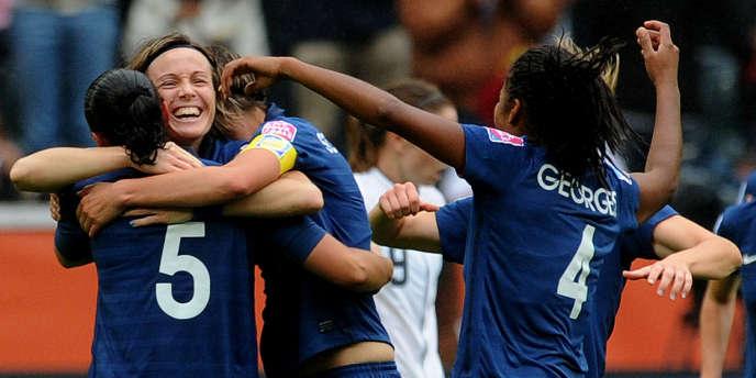 Sonia Bompastor et les Bleues, lors du Mondial 2011.