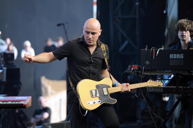 Le chanteur Dominique A en concert aux Francofolies de La Rochelle en juillet 2010.