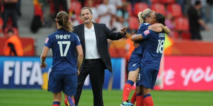 L'équipe de France féminine face à l'Angleterre le 9 juillet.