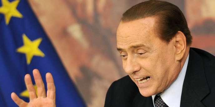 Silvio Berlusconi prévoit l'adoption de son