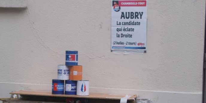 Un stand de chamboule-tout installé au pot des soutiens parisiens de Martine Aubry, à Paris, le 12 juillet 2011.