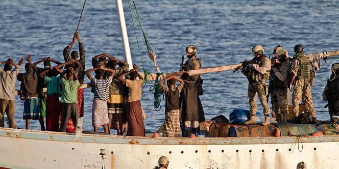 Opération antipiraterie de l'Union européenne au large de la Somalie, le 6 avril 2011.
