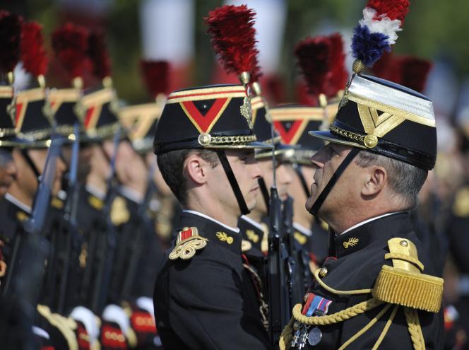Des membres du Régiment d'infanterie de la Garde républicaine pendant le défilé du 14 juillet 2011.