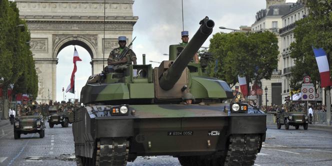 Défilé militaire sur les Champs-Elysées à Paris.