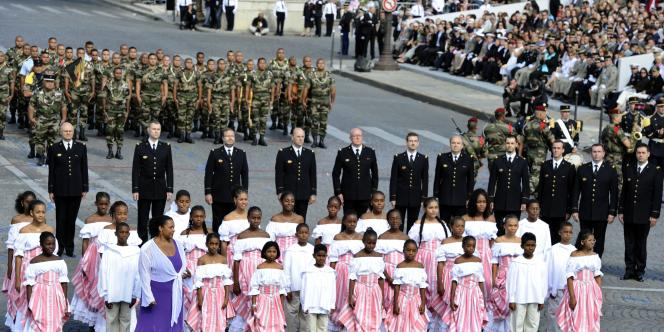 Pour évoquer la Guadeloupe, la chorale d'outre-mer Chorale Belle Voix Ti Moun, composée de 30 enfants de 7 à 15 ans, a participé à l'ouverture du défilé militaire.
