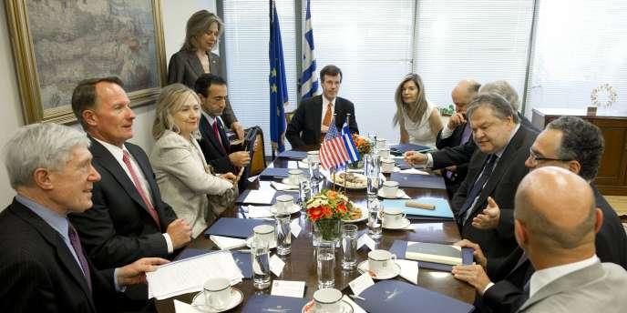 Le ministre des finances grec, Evangelos Venizelos, en réunion avec la secrétaire d'Etat américaine, Hillary Clinton, le 17 juillet à Athènes.