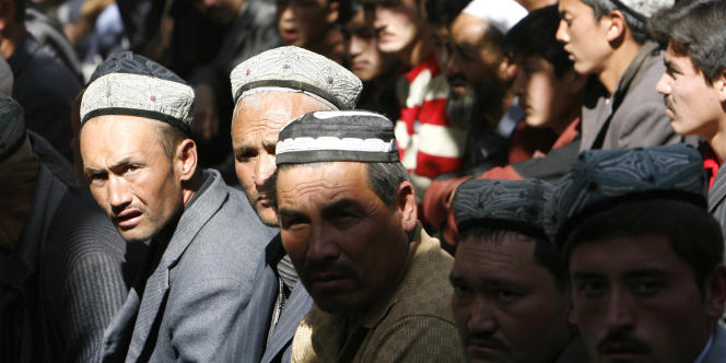 Des habitants ouïgours de la ville d'Hotan, en octobre 2006.