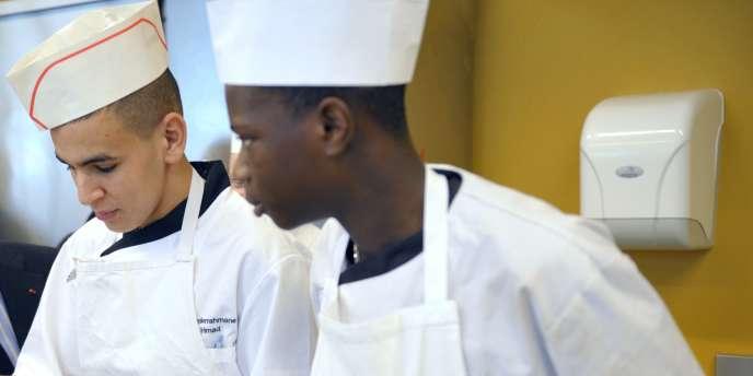 Près de 30 % des PME n'ayant pas recruté d'apprentis en 2013 expliquent ne pas avoir trouvé assez de candidats, selon un sondage IFOP.
