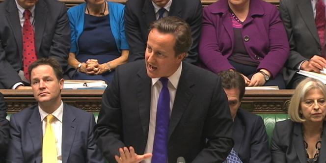 Le premier ministre britannique, David Cameron, lors de son allocution devant les parlementaires britanniques, le 20 juillet 2011 à Londres.