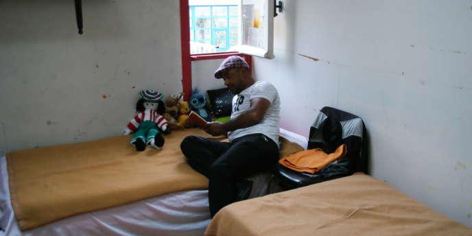 Dans le centre d'accueil de SDF, à l'hôpital Saint-Vincent-de-Paul, dans le 14e arrondissement de Paris, le 20 juillet 2011.