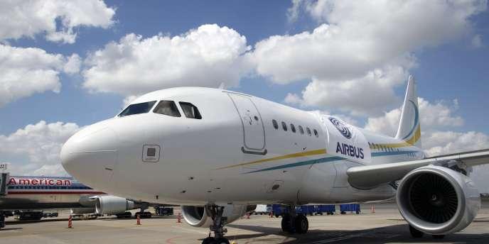 Les spécialistes russes et chinois ont trois ans pour concevoir et dessiner le futur appareil, qui se veut concurrent des longs-courriers fabriqués par les géants Airbus et Boeing.