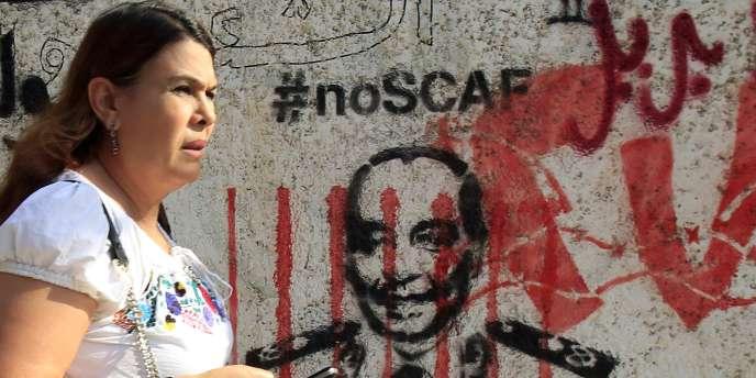 Un graffiti contre le Conseil suprême des forces armées en Egypte et son président, le maréchal Hussein Tantaoui.