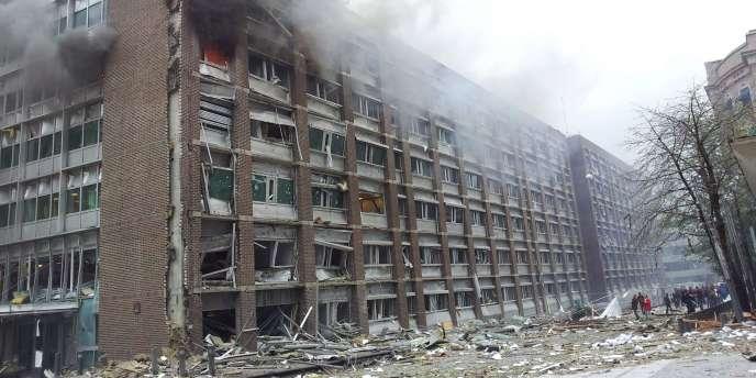 Le bâtiment endommagé dans l'explosion survenue à Oslo, le 22 juillet.