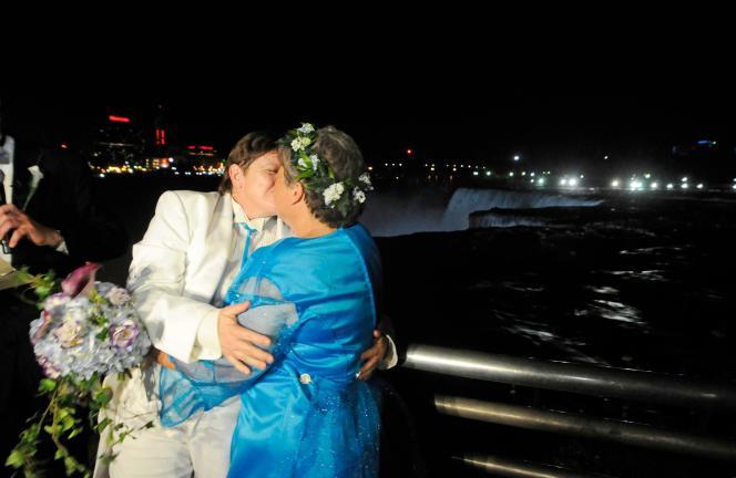 la Cour suprême des Etats-Unis est apparue sceptique mercredi 27 mars sur la constitutionnalité de la loi dite de défense du mariage.