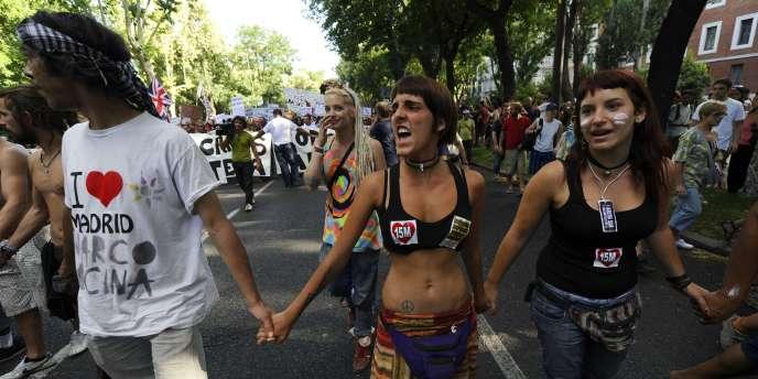 Plusieurs centaines de manifestants étaient arrivés samedi à Madrid, en six colonnes de marcheurs, après avoir parcouru à pied, pendant un mois, des centaines de kilomètres à travers toute l'Espagne.