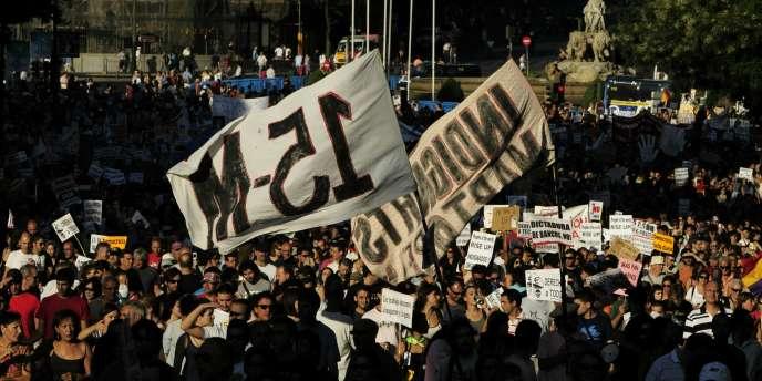 Des indignés manifestent dans les rues de Madrid, le 24 juillet.