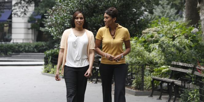 Nafissatou Diallo, à gauche, interviewée par Robin Roberts, d'ABC News.