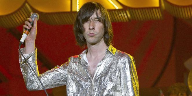 Le chanteur du groupe Primal Scream, Bobby Gillespie, en concert à Londres, le 12 juillet 2011.