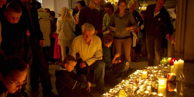 Hommage aux victimes des attaques en Norvège dans la cathédrale d'Oslo, dimanche 24 juillet.