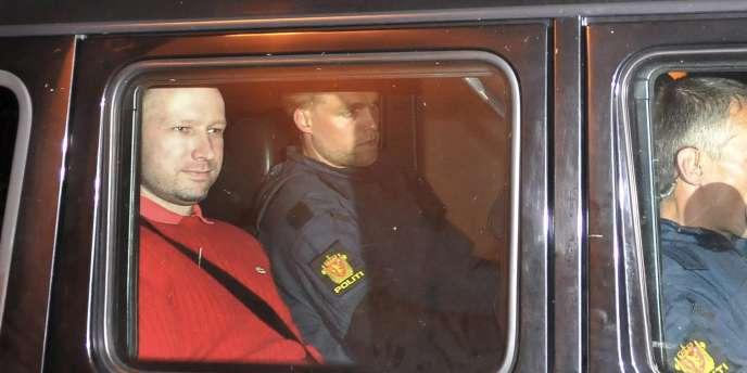 Anders Behring Breivik à sa sortie du tribunal d'Oslo, le 25 juillet.