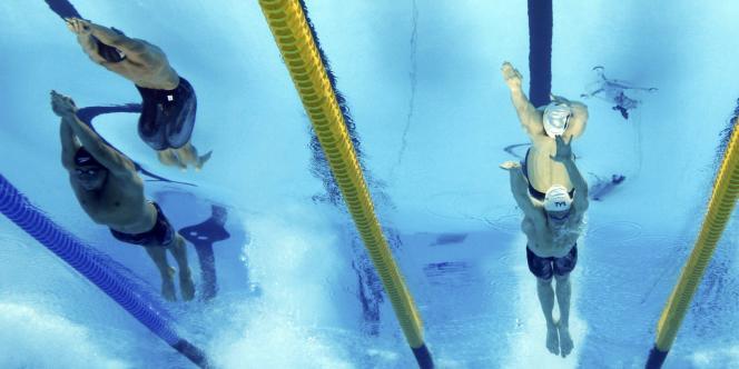 Ryan Lochte (à gauche), devant Yannick Agnel lors du 200 m nage libre.