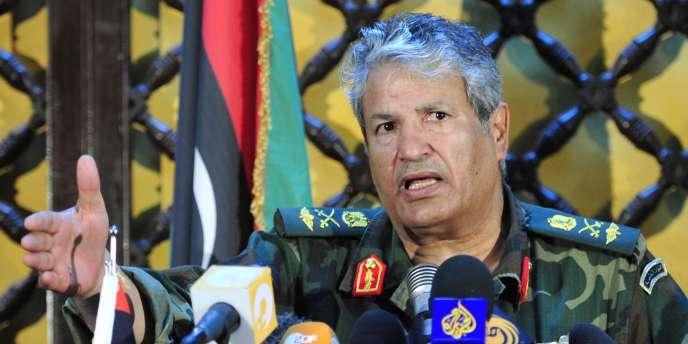 D'après Moustapha Abdel Djalil, le chef du CNT, Abdel Fatah Younès a été tué par des assaillants après avoir été convoqué devant une commission judiciaire à Benghazi.