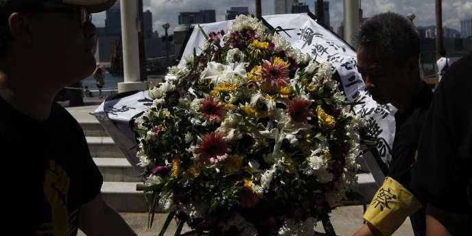 Cérémonie à Hong Kong en hommage aux victimes de l'accident de TGV de Wenzhou, dimanche 31 juillet.