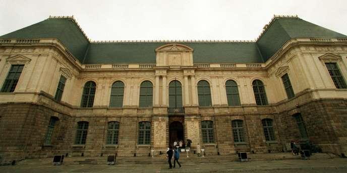 Le parlement de Rennes a ouvert ses portes au public le 18 septembre 1999, cinq ans après sa destruction par un incendie.