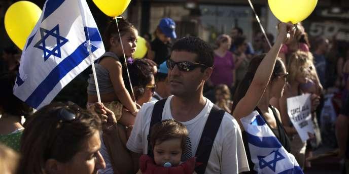 Des Israéliens manifestent à Jérusalem contre la vie chère et les inégalités sociales, le 31 juillet 2011