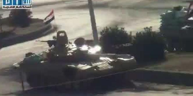 Image tirée d'une captation vidéo montrant l'entrée des chars dans Hama, en Syrie, lundi 1er août. Les images non officielles sont rares et difficiles à obtenir pour les journalistes.