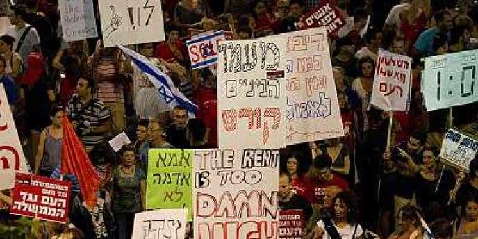 Dans les rues de Tel Aviv, les Israéliens réclament plus d'aide et de reconnaissance de la part de l'Etat.