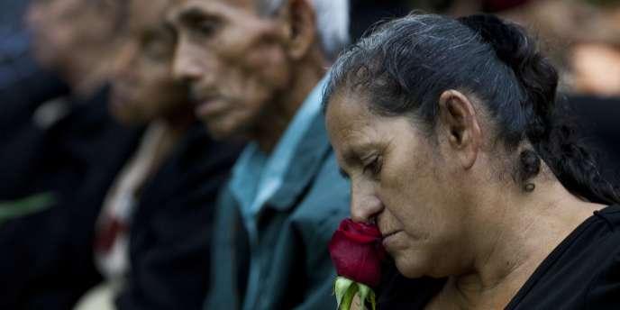 L'annonce du verdict de la Cour suprême du Guatemala concernant quatre anciens militaires accusés d'avoir massacré 201 paysans en 1982.