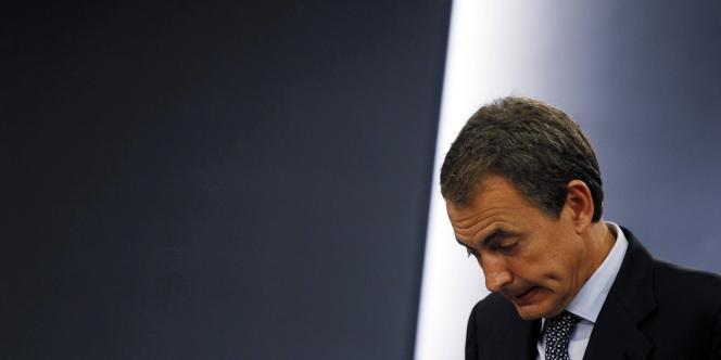 Donnée favorite dans les sondages, l'opposition de droite du Parti populaire espagnol a promis l'austérité face à la crise et des mesures de soutien à l'emploi afin de faire baisser un taux de chômage de près de 21 %.