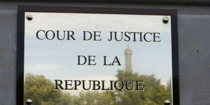 La Cour de justice de la Républiquesiège au 21, rue de Constantine dans le 7e arrondissement de Paris.