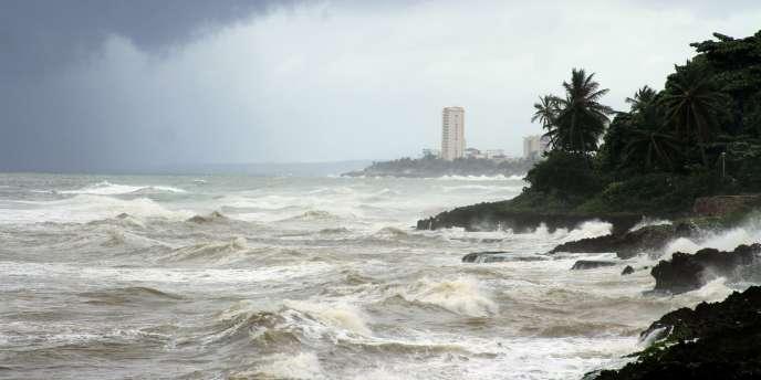 Sur la côte du Malecon, à Saint-Domingue, avant le passage de la tempête Emily.