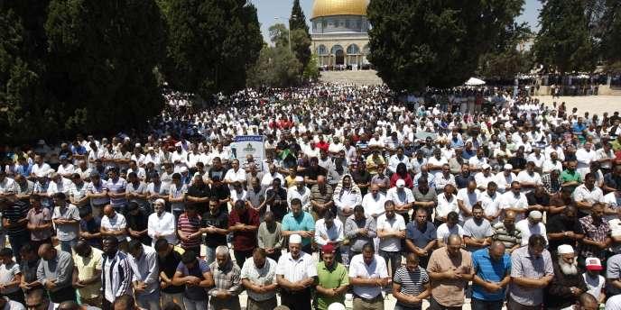 Cent mille fidèles ont participé à la prière du premier vendredi du ramadan sur l'esplanade des Mosquées dans la vieille ville de Jérusalem, le 5 août.