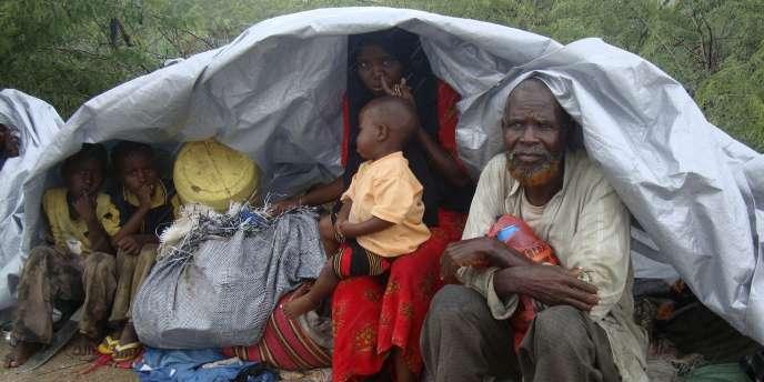 La détresse des populations déplacées est aggravée en Somalie par l'instabilité politique.