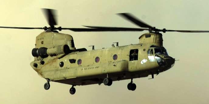 Image d'archive d'un hélicoptère Chinook déployé en Afghanistan. C'est un appareil de ce type qui s'est écrasé ce 5 août, dans des circonstances encore inconnues, faisant au moins 38 morts.