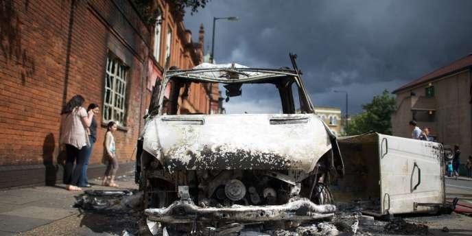 Londres a connu une nouvelle journée de violence dimanche 7 août. De nouveaux incidents violents ont également éclaté dans la nuit de dimanche à lundi.