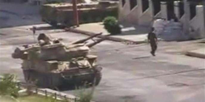 L'armée syrienne, déployée depuis la fin juillet à Hama, est en train de quitter la ville, a constaté une journaliste de l'AFP.