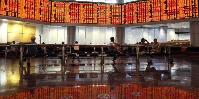 Les marchés asiatiques poursuivent leur chute mardi 9 août.