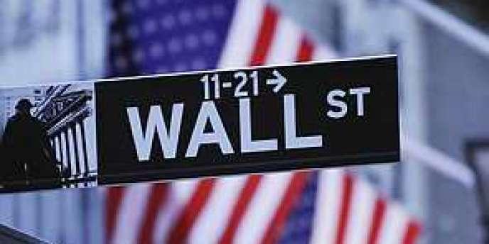 L'indice Dow Jones a clôturé en hausse de 0,69 % à 16 009,99 points, dépassant pour la première fois la barre des 16 000 points.