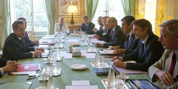 Nicolas Sarkozy et ses ministres, à l'Elysée, en août 2011.