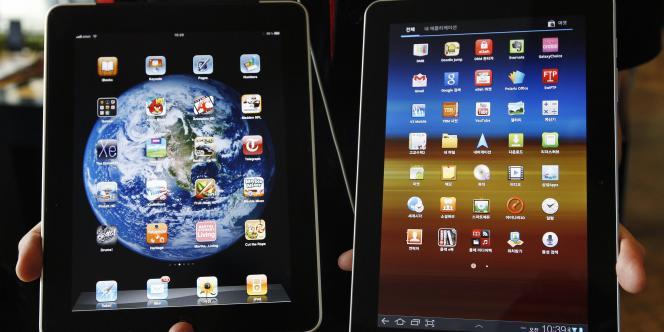 Un iPad d'Apple (à gauche) et une tablette Galaxy Tab 10.1 de Samsung (à droite).