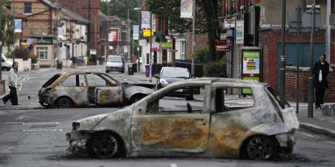 Londres a connu une nuit relativement calme. Pillages et violences sont en revanche repartis de plus belle dans plusieurs villes, en particulier à Manchester.
