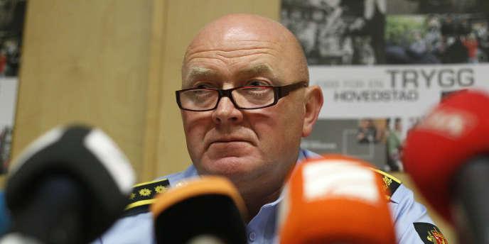 Un des responsables de la police d'Oslo, Johan Fredriksen, répond à la presse, le 26 juillet 2011.