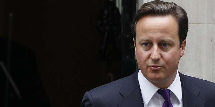 David Cameron, s'est rendu dans le quartier de Tottenham, mardi 16 août, pour rencontrer des victimes des émeutes qui ont touché le quartier.